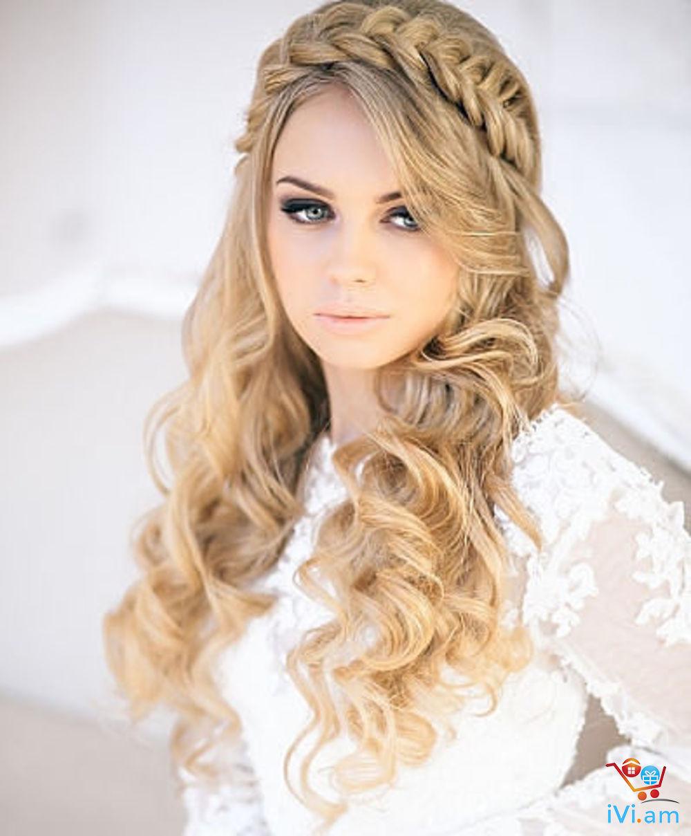 Прическа на распущенные волосы с лентой